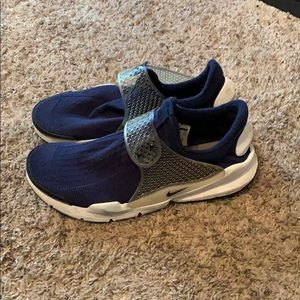 Men's Nike sock dart